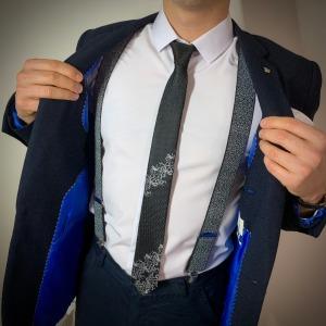 Черный стильный галстук